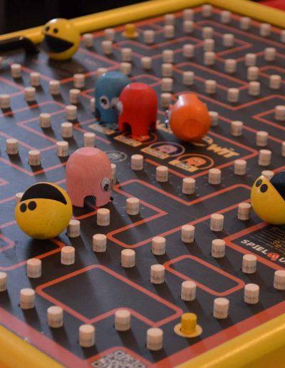 Pacman Brettspiel mit Pacman Figuren